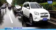 澄邁:受暴雨影響兩車追尾 交警路管員快速處置