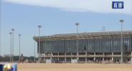 海口?#35272;?#22269;际机场T2航站楼首座登机廊桥完成安装