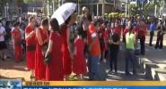 高考首日:老師家長身著紅色 寓旗開得勝開門紅
