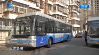 北京街头多辆公交车展现三沙风采