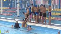 东方:普及学生游泳教育 开设课程家长点赞