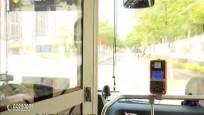 公交司机一声怒吼 帮助乘客夺回手机