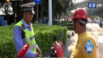 """安全頭盔""""藏""""車上 遇到交警趕緊戴"""