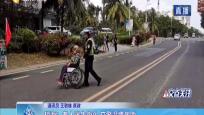 琼海:老人迷失街头 交警温情救助