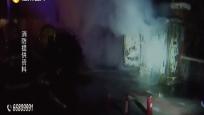 路边电压箱突起火 消防赶到迅速处置