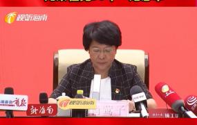 """海南向党龄达到50年老党员颁发""""光荣在党50年""""纪念章"""