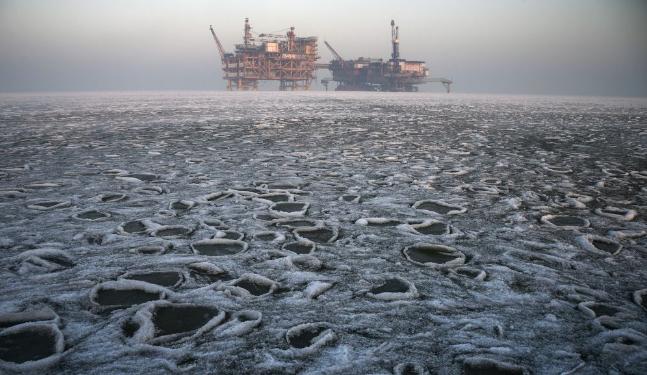 """他们在中国最北海上油田""""抗冰"""" 海冰撞击堪比地震"""