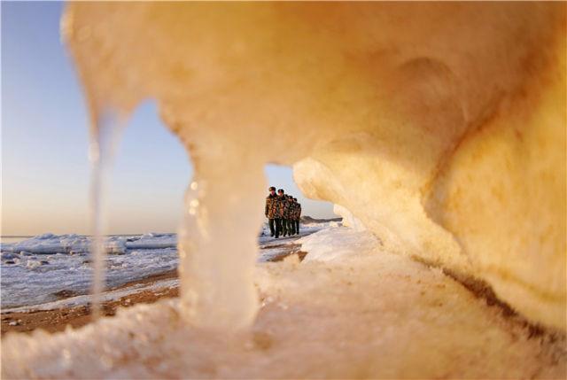 寒风中,守护温暖的人