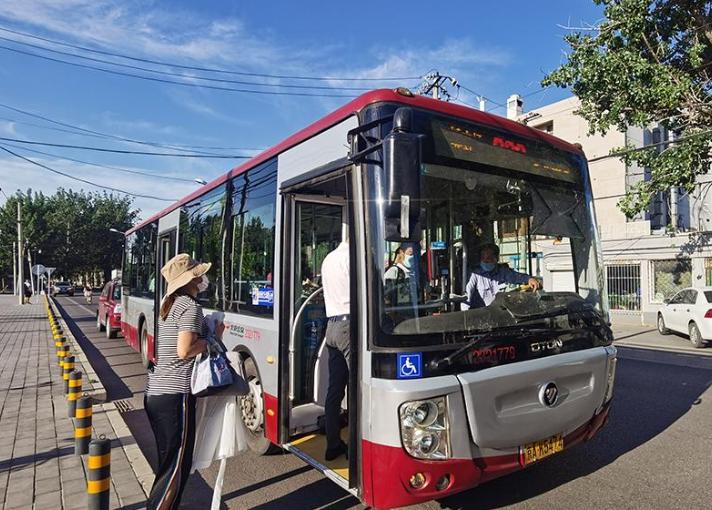 高考考点线路加密消毒增发车次 公交集团多项措施保障考生出行