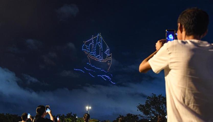 无人机灯光秀亮相海口夜空