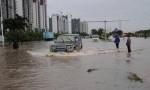 ?積水信息:海口市區8條積水路段無法通行 市政人員正全力排水