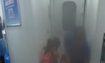 """3岁""""先心""""男童列车上发病  乘务员旅客合力化险情"""