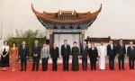 习近平和彭丽媛欢迎出席亚洲文明对话大会的外方领导人夫妇及嘉宾