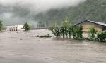 四川暴雨引发山洪致卧龙耿达镇7人失联 上万名游客滞留