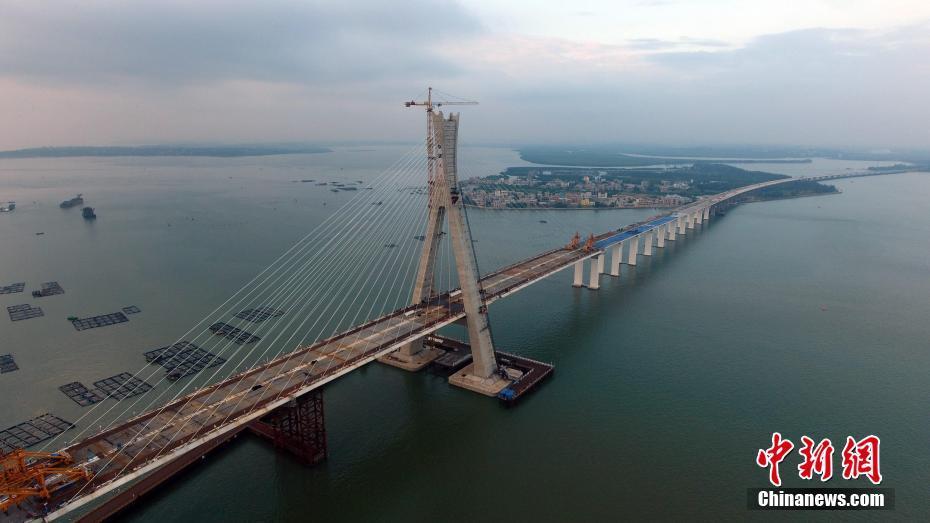 中国首座跨断裂带大桥:海南铺前跨海大桥顺利合龙贯通