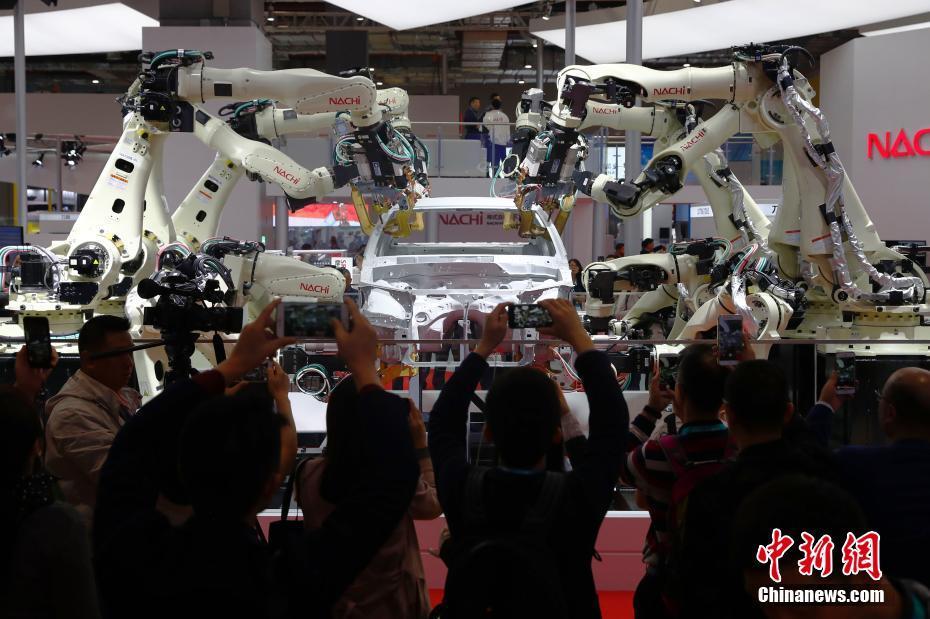 各色机械臂亮相进博会