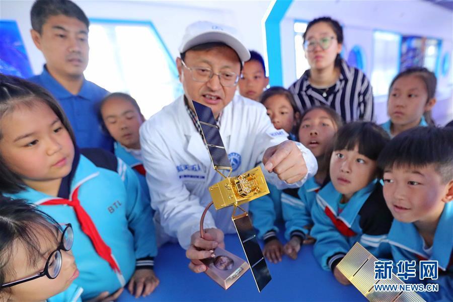 """#(新华视界)(1)学习航天知识 迎接""""中国航天日"""""""