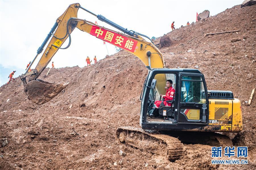 """(突发事件后续)(2)贵州水城""""7·23""""特大山体滑坡抢险救援工作进入第三天"""