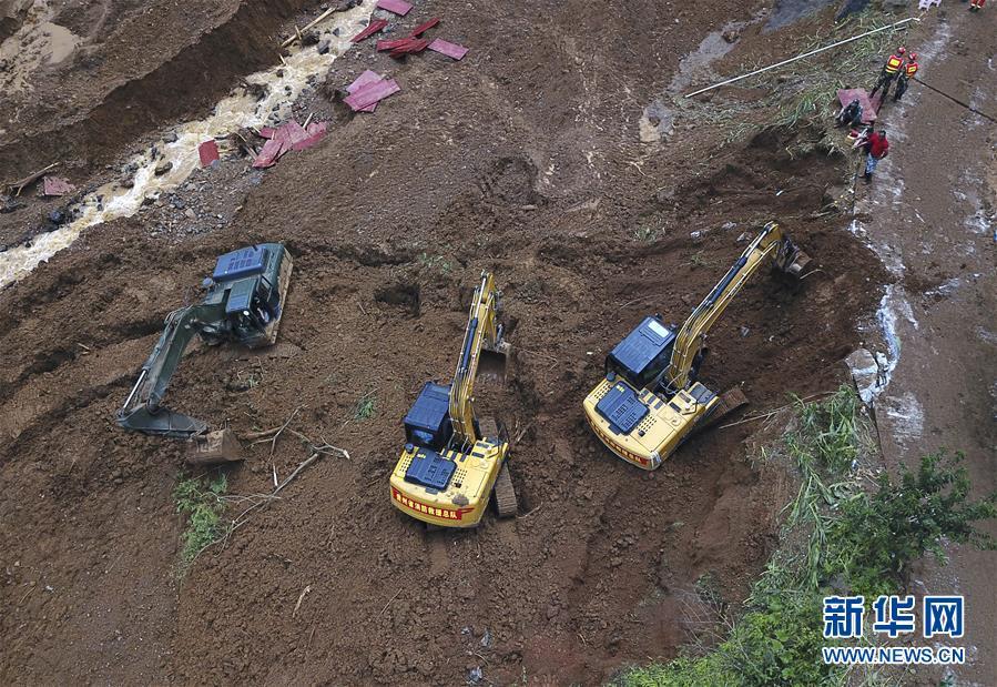"""(突发事件后续)(7)贵州水城""""7·23""""特大山体滑坡抢险救援工作进入第三天"""