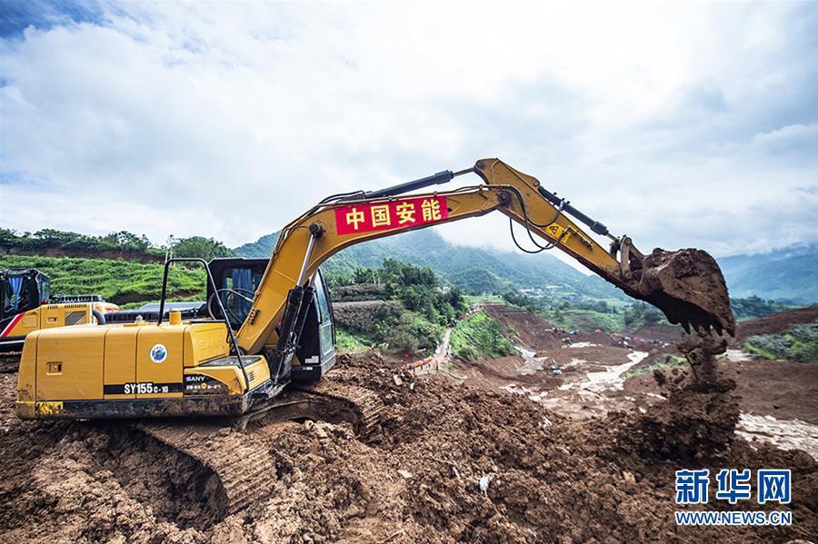 """(突发事件后续)(4)贵州水城""""7·23""""特大山体滑坡抢险救援工作进入第三天"""