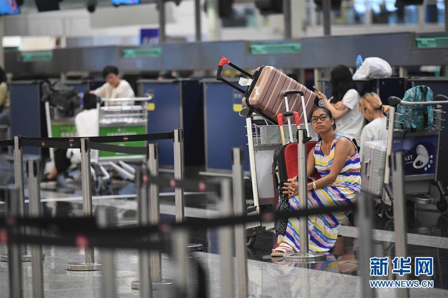 (图文互动)(3)受示威集会影响 香港机场取消12日剩余航班