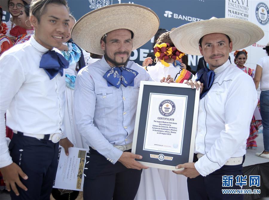 (国际)(3)墨西哥街头乐队表演打破吉尼斯世界纪录