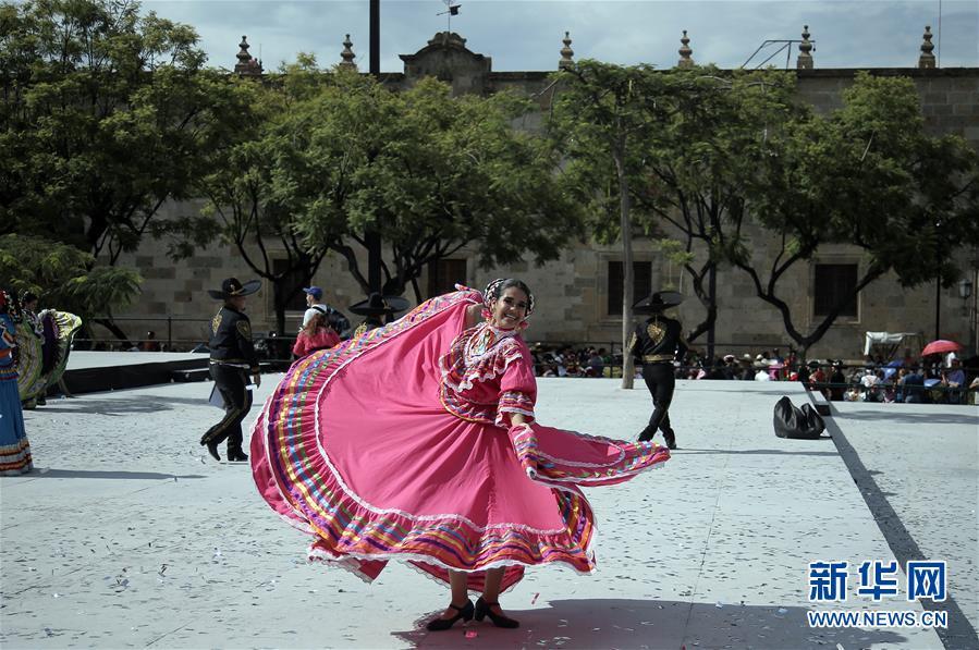(国际)(6)墨西哥街头乐队表演打破吉尼斯世界纪录