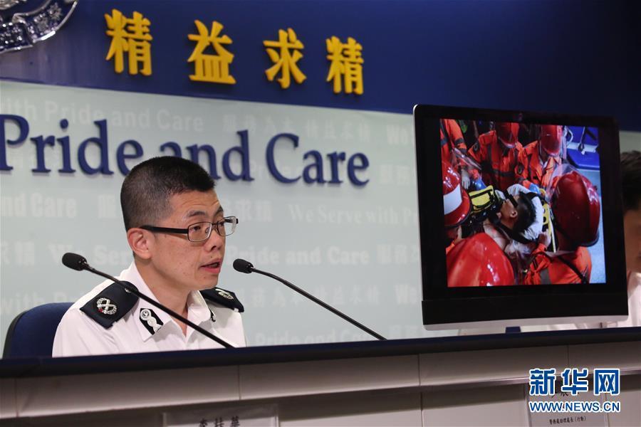 (图文互动)香港警方逮捕5名涉嫌在机场非法集会的嫌疑人