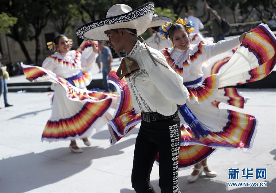 (国际)(4)墨西哥街头乐队表演打破吉尼斯世界纪录