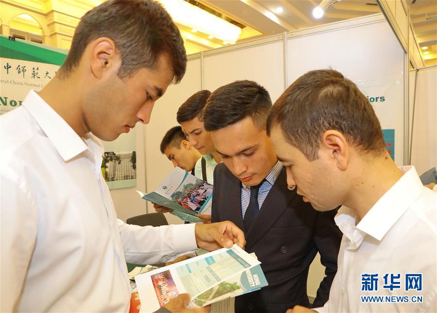 (国际·图文互动)(2)中国高等教育展在乌兹别克斯坦举行