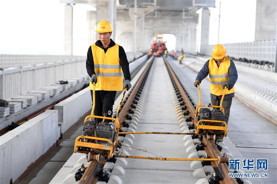 (经济)(4)商合杭铁路(合肥至芜湖段)右线铺轨即将贯通
