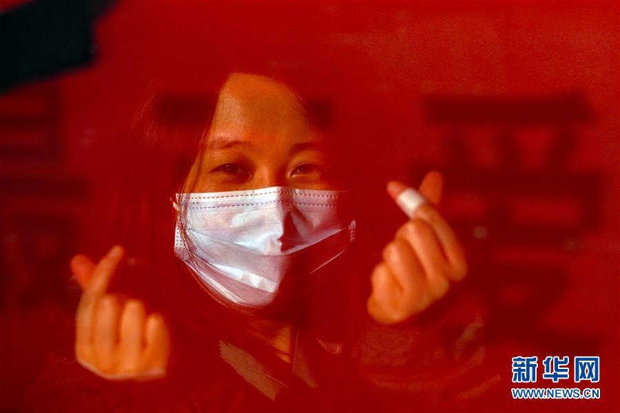 (新华全媒头条·图文互动)(5)最美逆行者,武汉永远记得你!——首批援鄂医疗队返程纪实