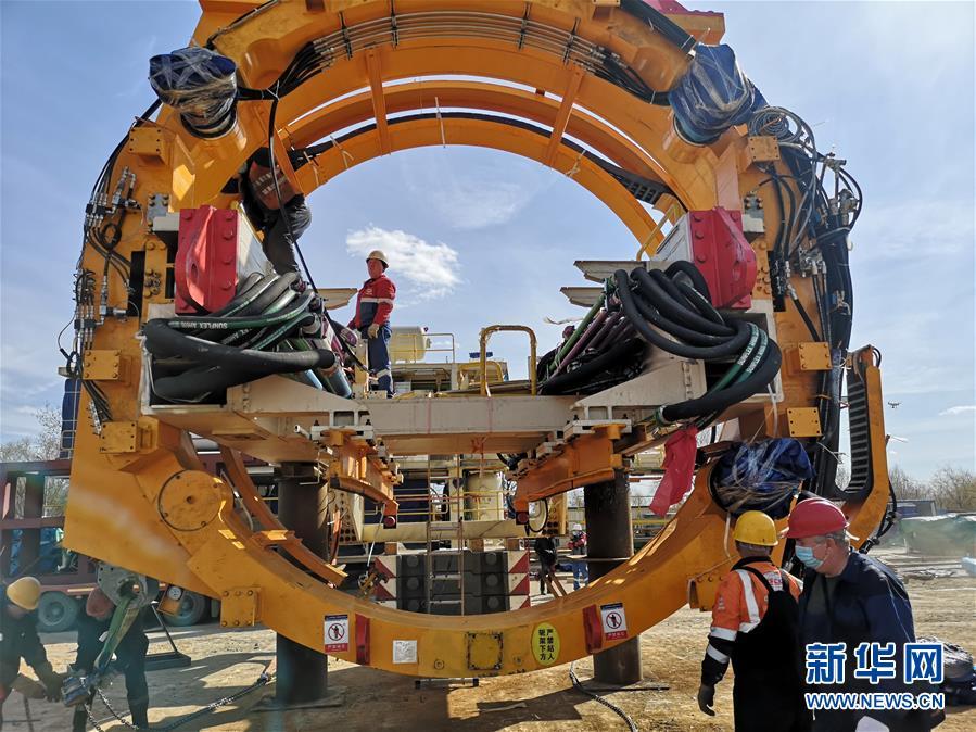 """(國際·圖文互動)(2)通訊:""""大國重器""""亮相莫斯科——中國11米級大盾構機在俄始發記"""