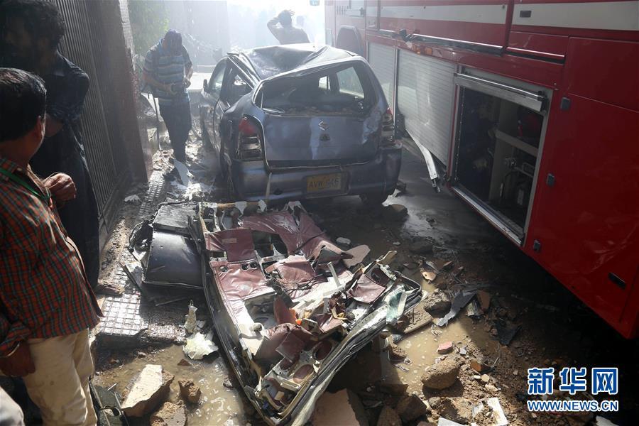 (国际)(7)巴基斯坦一架客机在卡拉奇坠毁