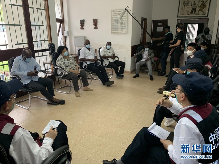 (國際疫情)(1)中國抗疫醫療專家組考察科特迪瓦新冠患者定點收治醫院