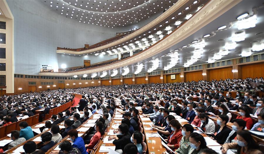 5月21日,中国人民政治协商会议第十三届全国委员会第三次会议在北京人民大会堂开幕。这是委员们在认真听会。 新华社记者 李学仁 摄