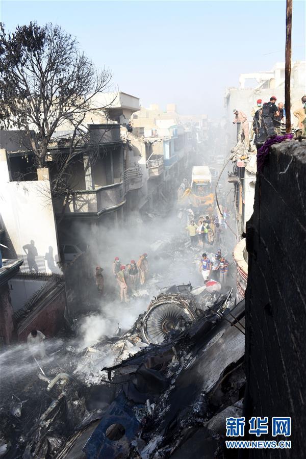 (国际)(6)巴基斯坦一架客机在卡拉奇坠毁