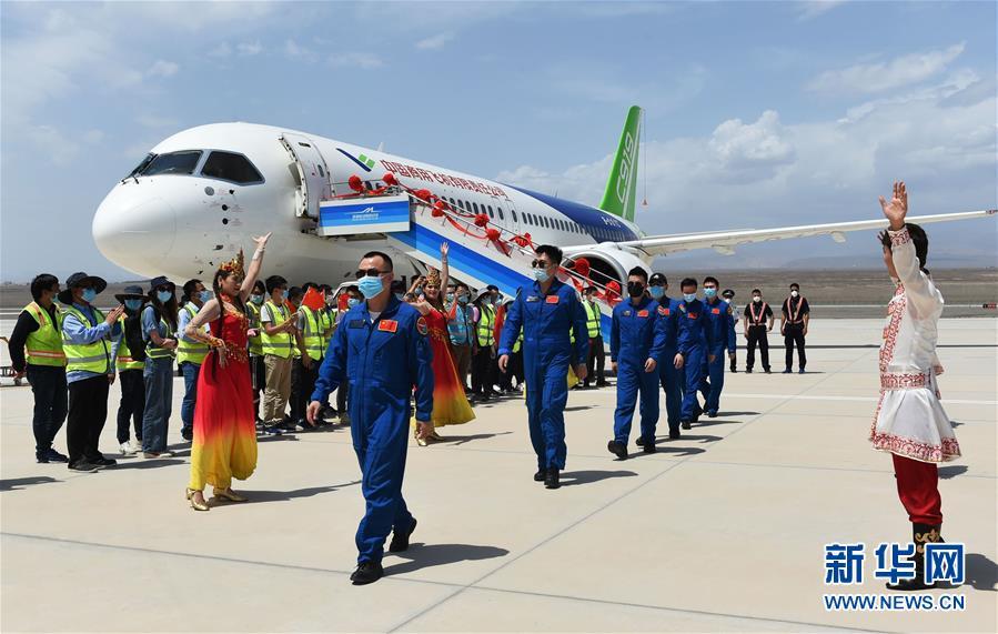 (图文互动)(3)国产C919客机飞抵吐鲁番 开展高温专项试飞