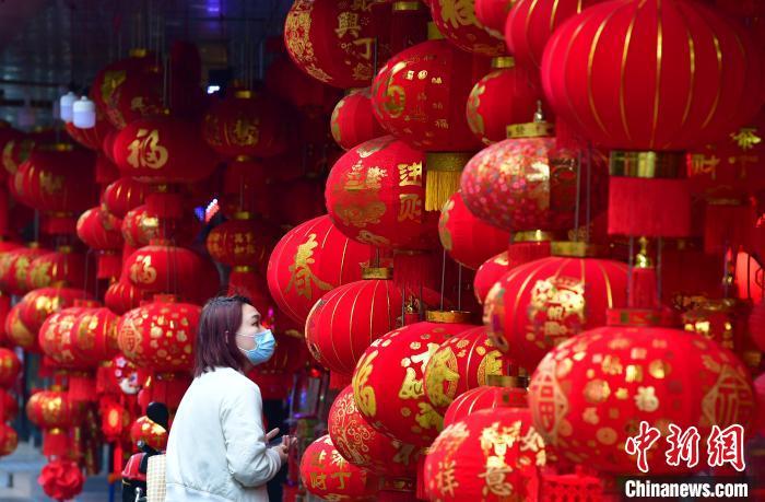 福州:春节临近新春饰品走俏