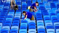 世界杯瞬间:不服输+清垃圾 球员球迷赢尊重