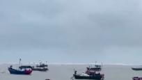 漁民頂風出海固定漁船 竹筏被海浪掀翻2人落水