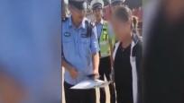 女司機路遇交警執勤 出示駕照后雙方都笑噴了
