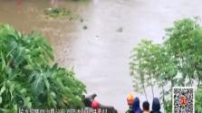 """""""山神""""过境:男子垂钓被困河中 消防手抛救生物品"""