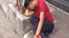 男子醉酒路边睡着 一觉醒来2万元被盗刷