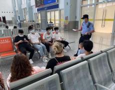 """临高铁警开展反诈宣传 切实捂紧旅客""""钱袋子"""""""