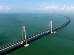 """""""逢山开路、遇水架桥""""的中国奋斗者——港珠澳大桥建设者群像"""