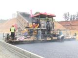 文昌至琼海高速全面展开柏油路面摊铺 确保今年秋季建成通车