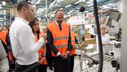 """法国总理提出""""反浪费战斗""""计划 鼓励民众使用可回收产品"""