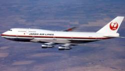 日本航空一客机飞行中剧烈摇晃造成乘务员脚踝骨折