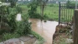 """""""贝碧嘉""""徘徊不散:水位猛涨冲垮围墙 河水倒灌小区积水"""